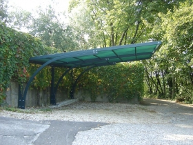 Carport in ferro con rete antigrandine